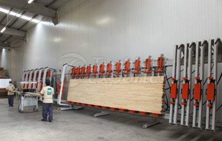 أعمدة وأعمدة خشبية مغلفة
