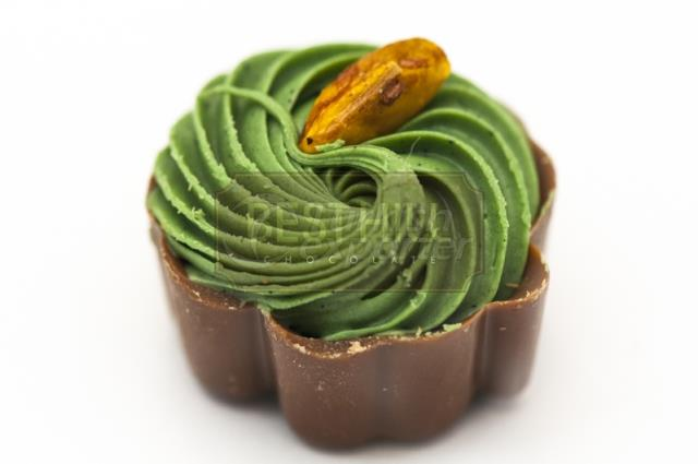 PISTACHIO and CARAMEL FILLED MILK CHOCOLATE SPC 1032