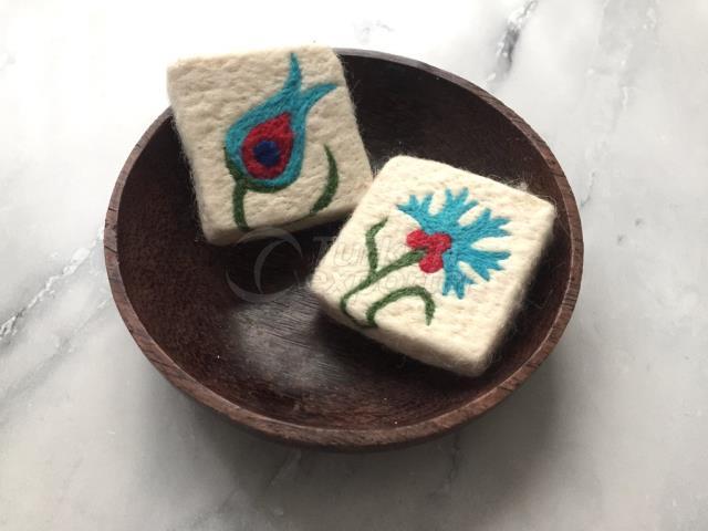 2, гвоздика и тюльпан Цветочный дизайн Фальшивое мыло, войлочное мыло для мыла, ручная мыло из войлочной шерсти